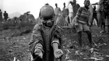 Rwandan refugees at the border to Zaire, 1994 - by Jose Giribas