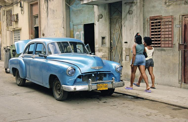 Places | Cuba & Mexico | A classic car |  00617424