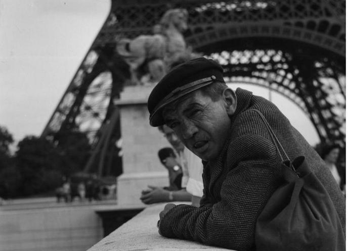 Places | Paris | A man on a bridge in Paris, 1959 |  00686666