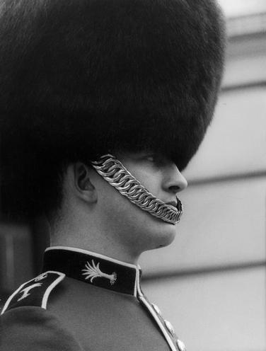 Places | London | London: Police, Soldiers and Guards - Photo Story by Gert Maehler 1967 00734022