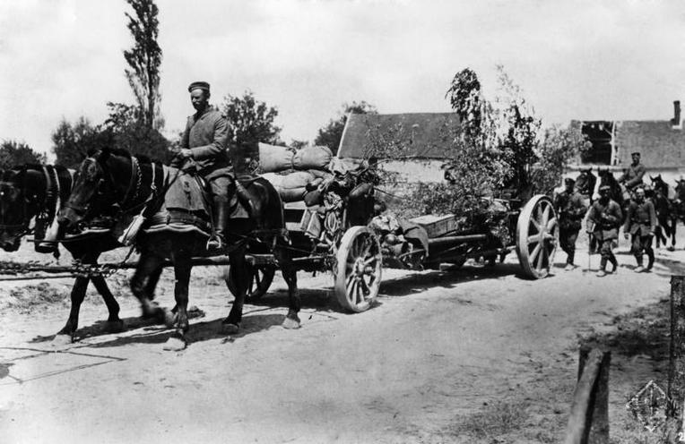 Contemporary | First Battle of the Marne 1914 | Artillery is on the march in the East, 1915 | 00473035