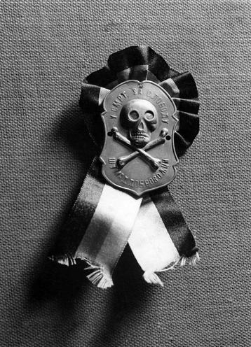 Contemporary | Gas warfare during First World War | Badge of the secret organisation 'Black hand', 1914 | 00482012