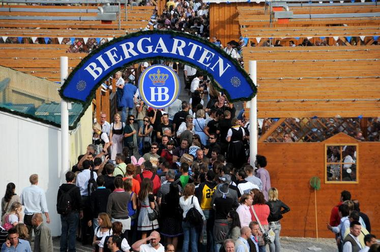 Places | Munich | Oktoberfest: Visitors 00649064