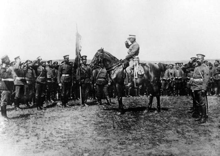 Contemporary | First World War: Austrian troops in Russia | Bulgarian general delivers a speech, 1916 | 00481789