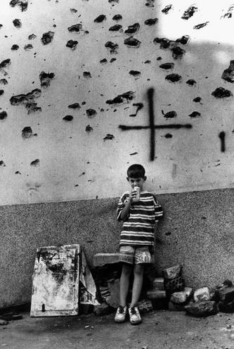 Places | London | Child in Sarajevo, 1996 | 00587620