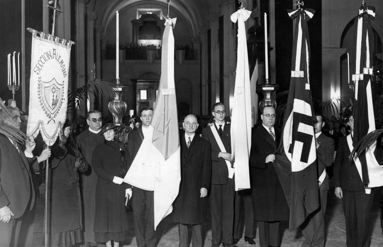 Contemporary | German Youth | Consecration of the German Reich flags at the Eucharistic Congress in Buenos Aires, 1934 | 00365029
