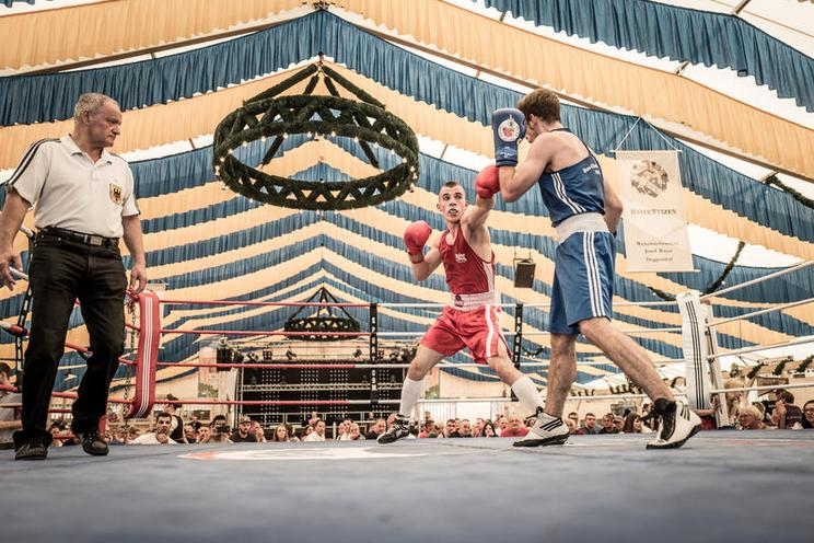 Places | Bavaria | Fairground Boxing in Lower Bavaria, 2018 - photo story by Sebastian Beck 02524358