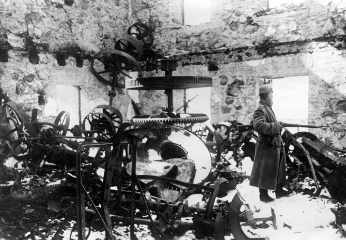 Contemporary | Everyday Life in France during WWI | German infantryman in a destroyed mill, 1915 | 00472955