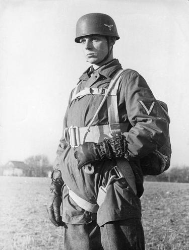 History | Nazism 1934-1945 | German paratroopers 1933-1945 00059062
