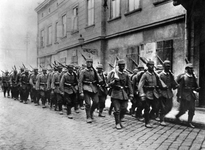 Contemporary | Kaiserschlacht and german attacks at western front, 1918 | German troops march into Przemysl, 1915 | 00481062