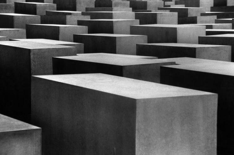 Places | Settings - Regina Schmeken | Holocaust-Mahnmal in Berlin | 00341679