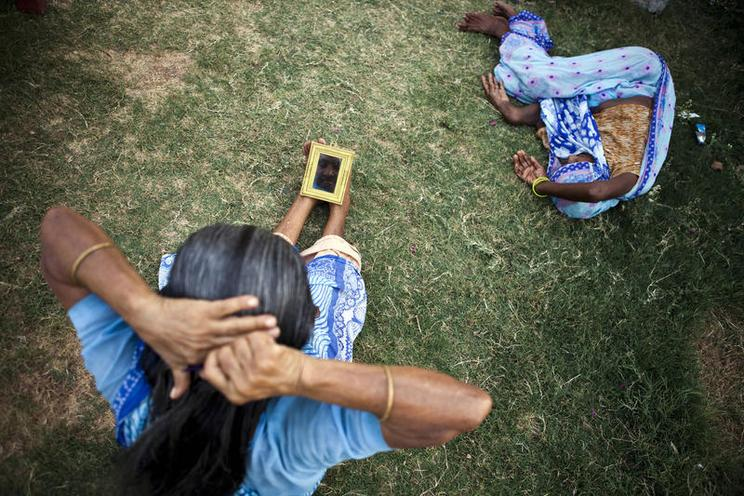 Places | Portugal | Indian woman combing her hair | 01147988