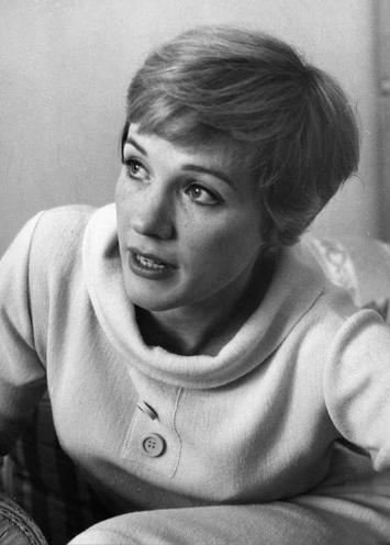 Personalities | Liesl Karlstadt, Portraits | Julie Andrews, 1964 | 00179662