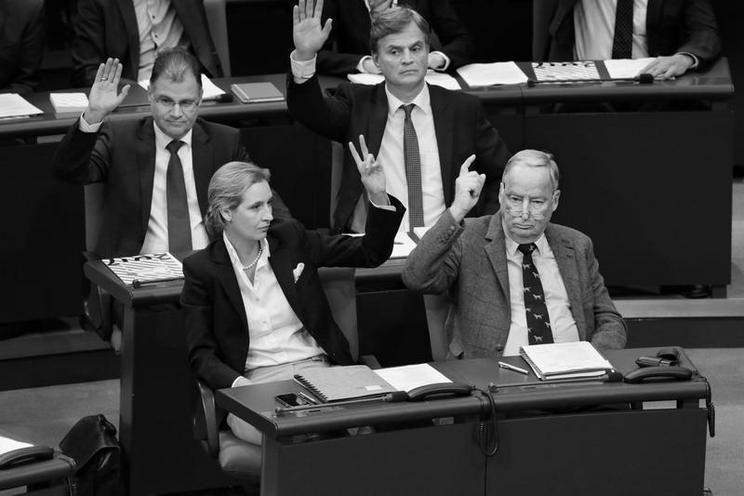 Personalities | Politics and Society - Regina Schmeken | Inaugural meeting of the 19th Bundestag, 2017 - von Regina Schmeken 02479368