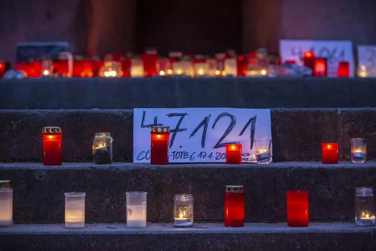 Current Events | Memorial For Germany Covid-19 Victims in Berlin at Arnswalder Platz, 2021 - by Omer Messinger 02987494