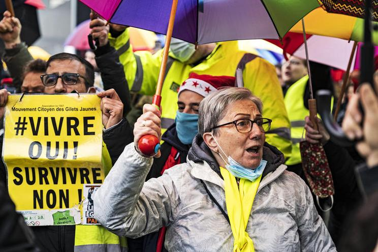 Current Events | Demonstration of the yellow vest movement in Paris, 2020 - by Hannes P. Albert 02978781