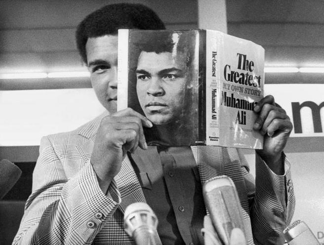 Personalities | Politicians USA | Muhammed Ali at the Presentation of His Book, 1975 | 00043759