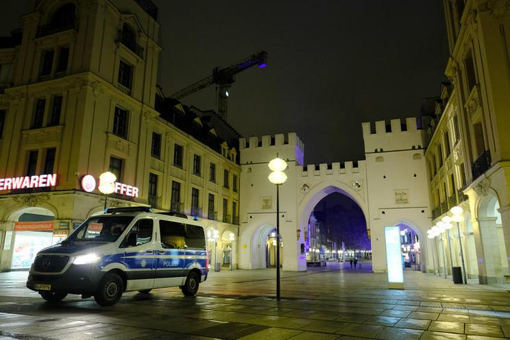 Current Events | Night curfew in Munich in the corona-crisis, 2020 - by Stephan Rumpf 02976266