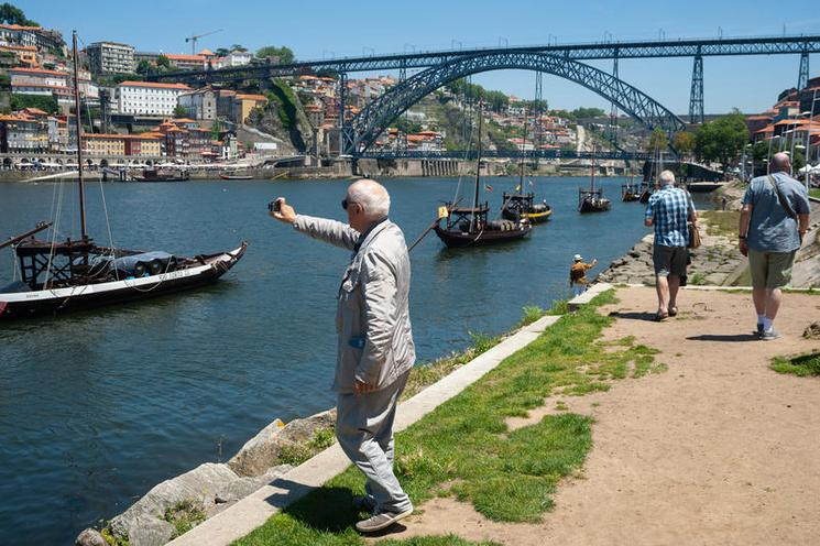 Places | Hot Spots - Regina Schmeken | Porto, Portugal, Am Ufer des Duero | 02531325