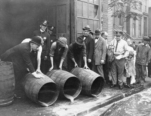 Daily Life | The 1930s | Prohibition in the USA | 00107349