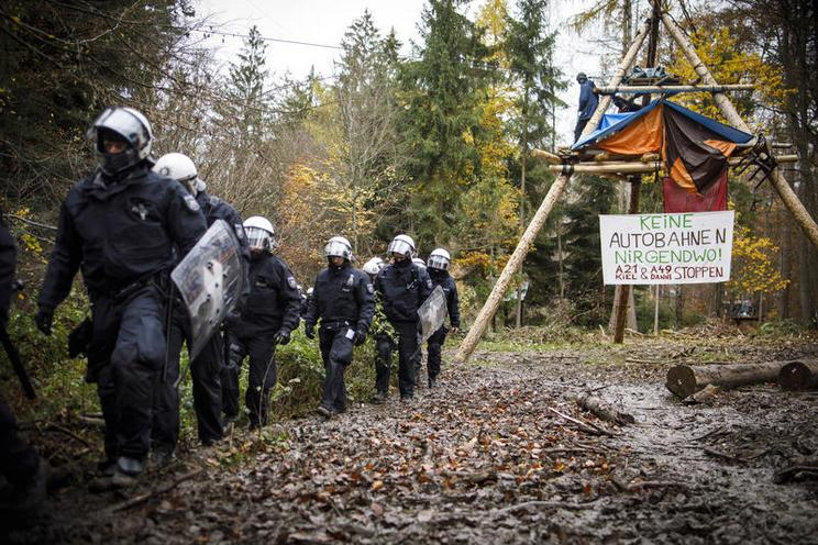 Current Events | Eviction and clearing of im Dannenröd Forest, 2020 - by Jannis Grosse 02966576