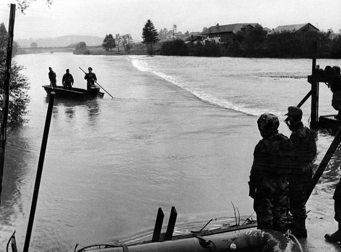 Contemporary | Allied Troops leaving Germany 1994 | Recruits drown at an accident at river Iller near Hirschforf, 1957 | 00319118