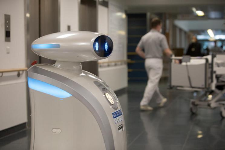 Current Events | Cleaning robot at Neuperlach hospital in Munich, 2021 - by Florian Peljak 02988319