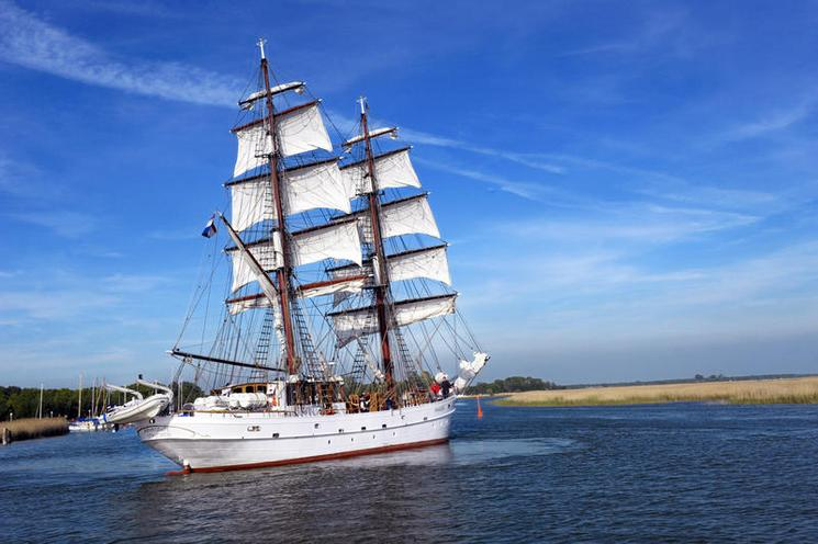 Places | Spain | Sailing ship | 00631652