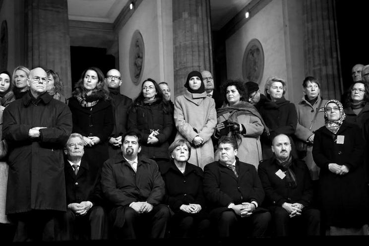 Personalities | Politics and Society - Regina Schmeken | Solemn vigil at the Brandenburg Gate in Berlin, 2015 |  02163094