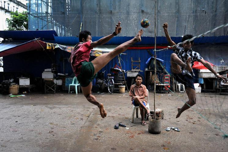Places | Portugal | The Game of Takraw  - pictures by Olaf Schuelke, 2013 | 02101460