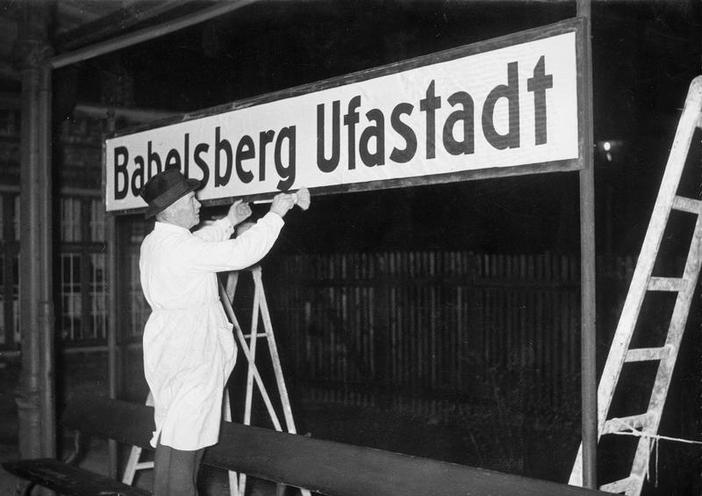 Places | London | The station nameboard 'Babelsberg Ufastadt' is installed, 1938 | 00094763