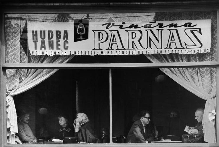 Places | New Year's Eve in Reykjavík, 2016 | The wine bar Parnas in Prague, 1968 | 00735054