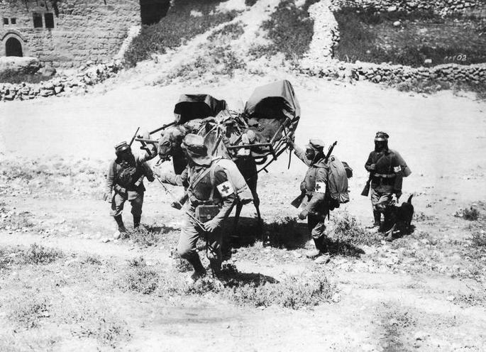 Contemporary | First World War: Austro-Hungarian Navy operating in the Mediterranean Sea | Transporting wounded soldiers on a camel, 1918 | 00474379