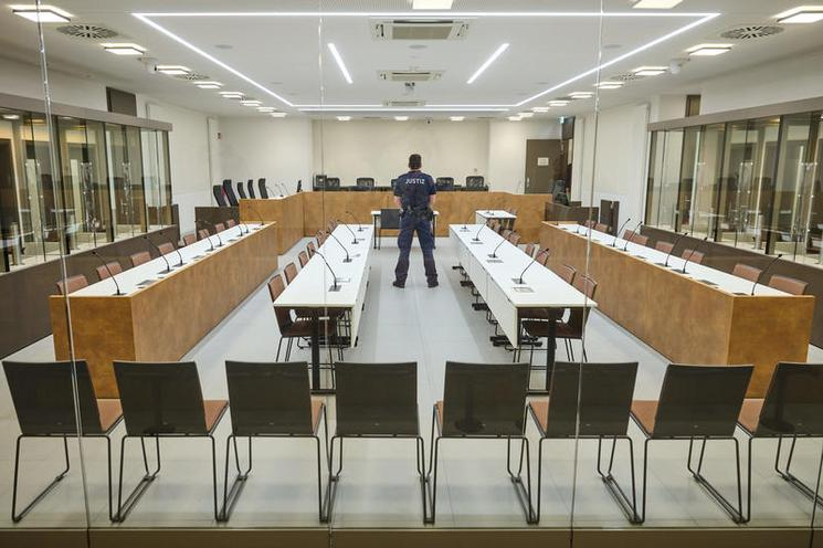 Current Events | New security court room in Moabit criminal court, Berlin, 2021 - by Florian Boillot 02982033